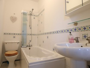 3 bedroom flat on the market to rent in Whitechapel